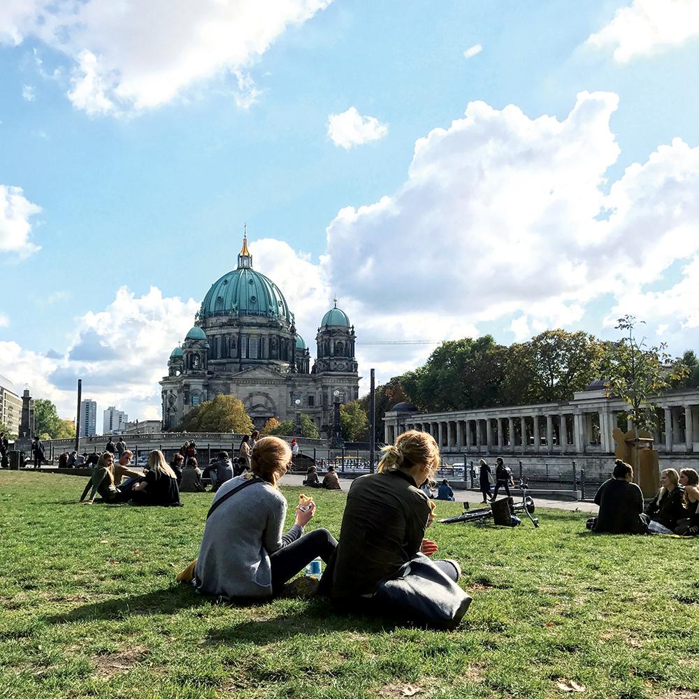 イラストレーター たなか鮎子〜多様性が魅力の街、ベルリンで暮らす