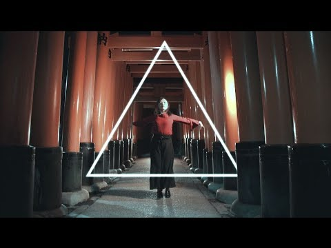 『Ambient; Kyotogirl』~神秘的なロケーションを背景にモーショングラフィック合成したダンスムービー