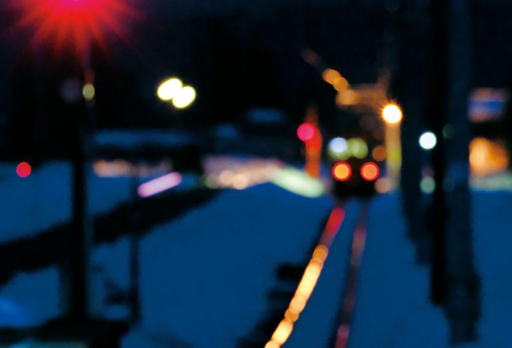 夜鉄テクニック解説編 ピントを合わせずに遠ざかる列車の存在感を残す