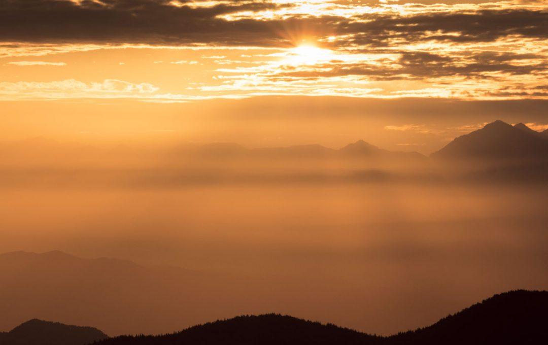 「雄大」な夕焼け空の色はRAW現像で。白飛びにだけは気をつけて
