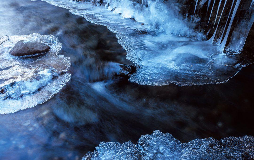 【RAW現像テクニック】白い氷と黒い水の「温度感」を伝える「白レベル」と「明瞭度」の調整