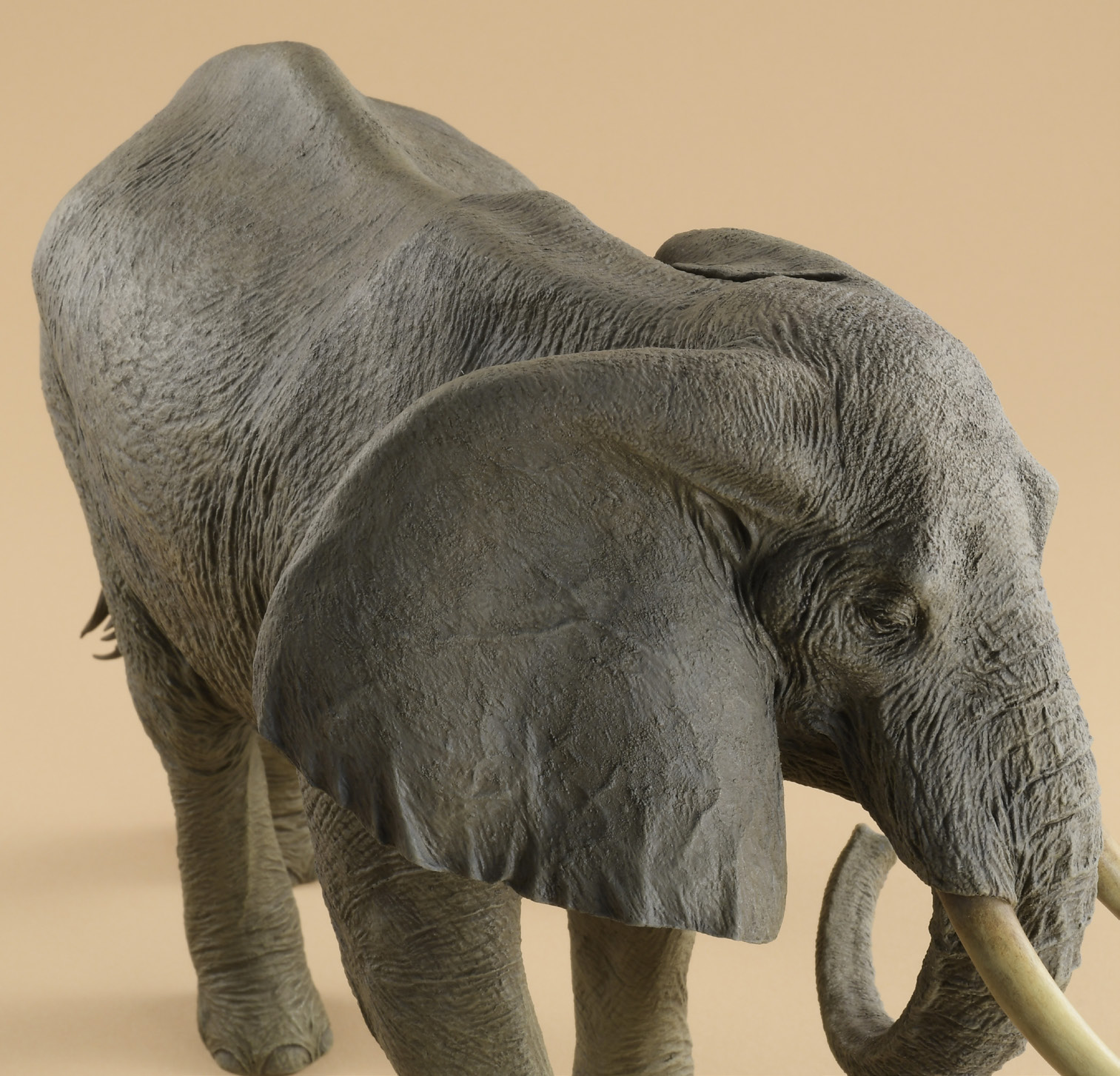 粘土造形スーパーテクニック アフリカゾウの全体の完成〜頭部と