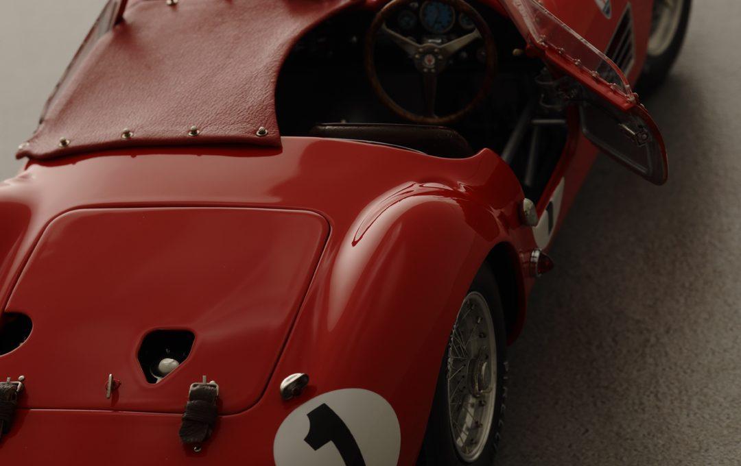 専門誌のグラビアページを想定してミニチュアカーを撮る