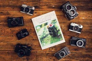 今、Twitter起きているムーブメント「本とフィルムカメラを撮ったツイート」が面白い!