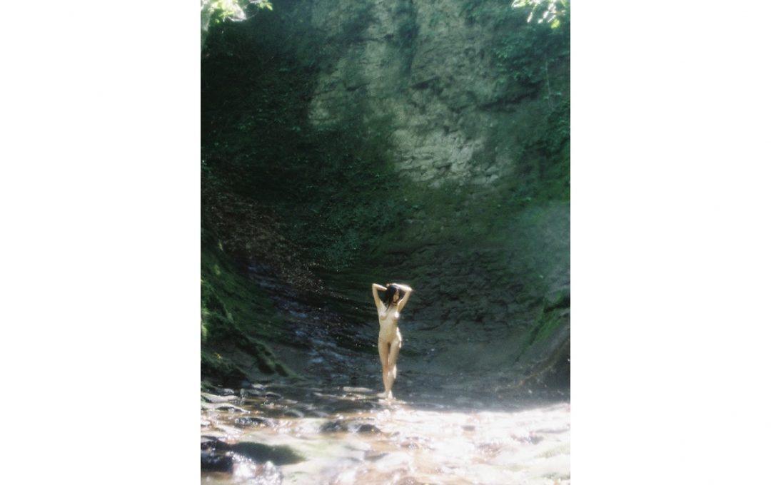 「七菜乃写真展 -裸体というドレス-」神保町画廊にて開催