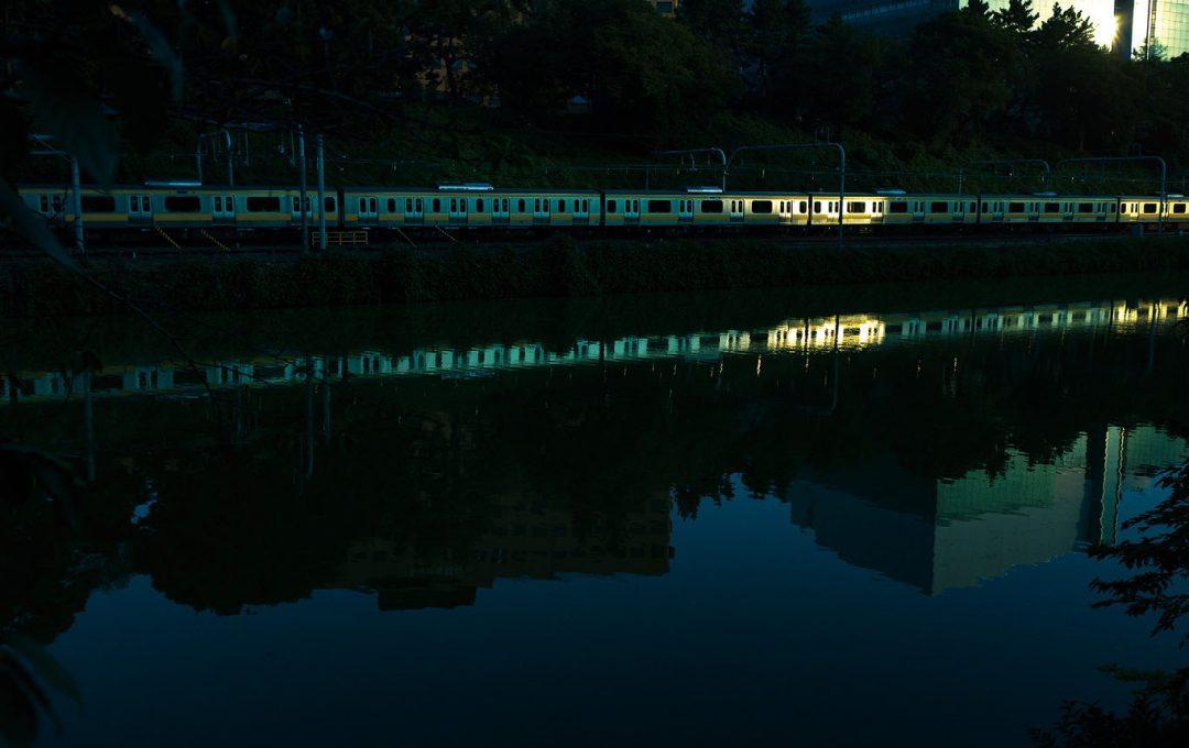 「列車」は「模様のついた紐」。独特の存在感を画作りに活かそう