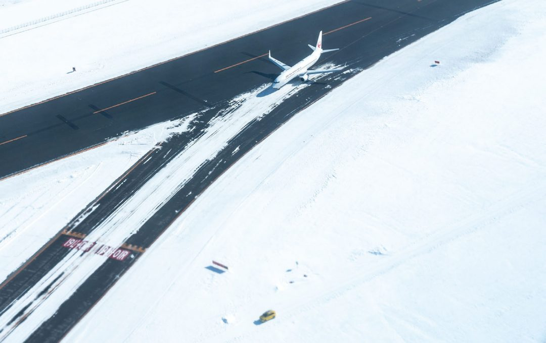 「飛行機」の窓は非日常の視点を得るチャンス